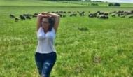Анфиса Чехова выложила в Instagram фото с овцами
